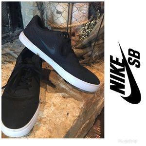 NIKE Men's Nike SB Check Solar Canvas Skate Shoe